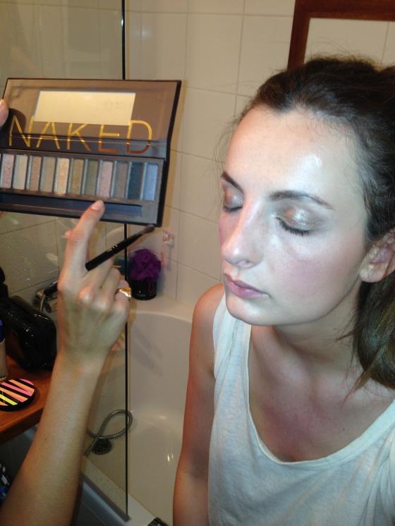 11. application du fard toasted de la naked 2