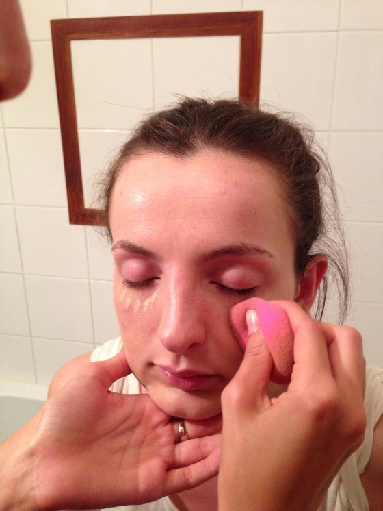 5. on estompe l anti cerne au beauty blender